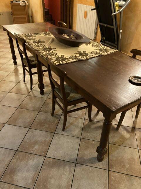 Tavolo in legno del 700 con 8 sedie
