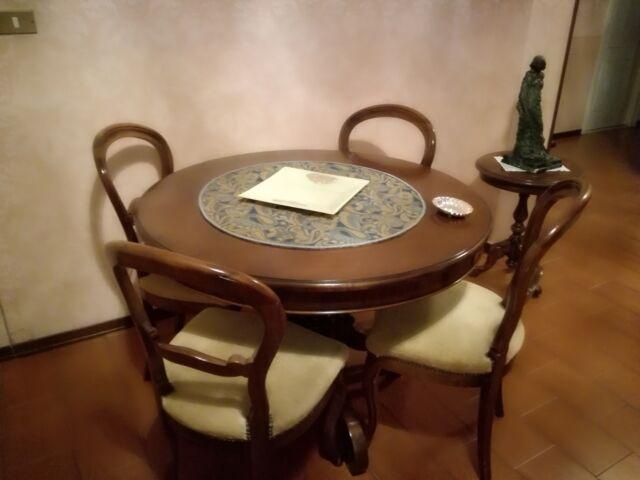 Tavolo legno massiccio e 4 sedie