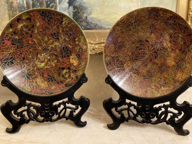 Antica coppia di piatti cinesi Cloisonné su base in legno