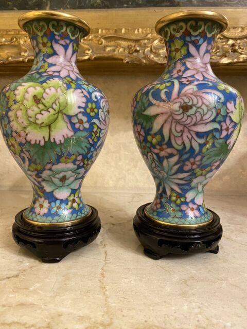 Coppia di vaso cinesi Cloisonné su base in legno