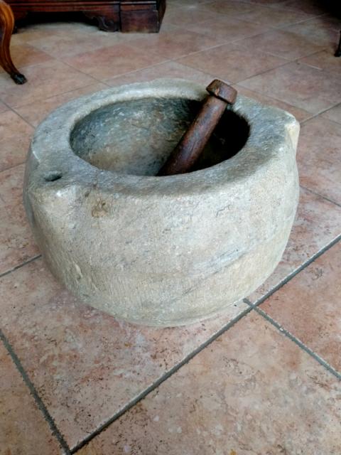 Mortaio in marmo antico