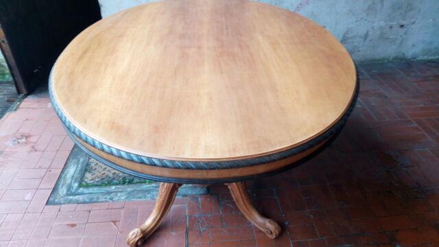 Tavolo ovale con sedie in paglia di vienna e pelle