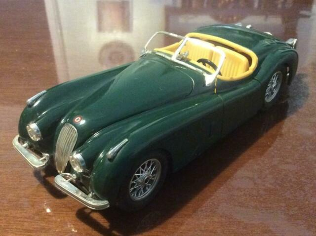 Modellino BURAGO JAGUAR XK 120 verde del  (scala 1/24) !