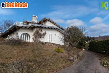 Villa a Comerio di 320 mq