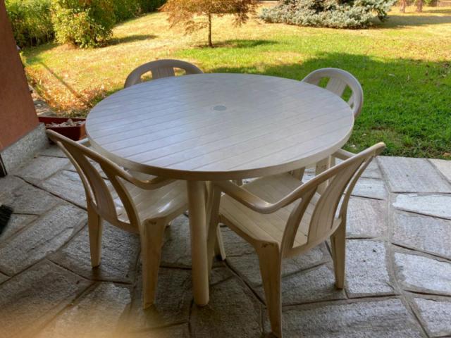 Set da giardino con tavolo e 4 sedie